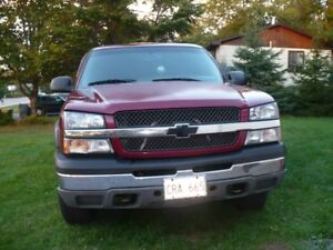 2004 CHEVROLET SILVERADO 4X4 PICKUP-LOW! MILES
