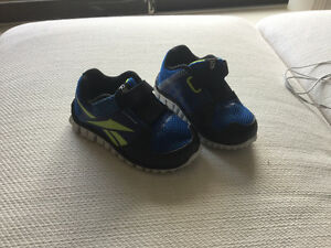 Reebok baby shoes size 4