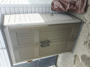 Large Vertical Rubbermaid Toolshed