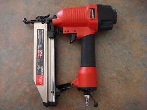 STRAIGHT FINISHING NAILER HUSKY 16 GA 2 1/2 ""