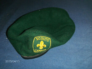 OFFICIAL BERET-BOY SCOUTS OF CANADA-MEDIUM-COLLECTIBLE