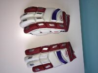 Ihsan men's cricket batting gloves R/H .