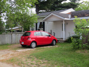 1/2 Duplex- Side by Side **Apply for April 1/17 Occupancy**