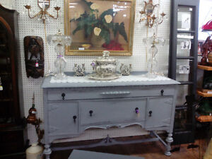 VINTAGE CHALK PAINTED SIDEBOARD BUFFET