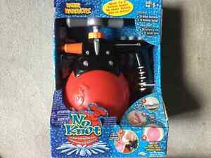 BRAND NEW WATER WARRIORS NO KNOT PORTABLE WATER BALLOON MAKER