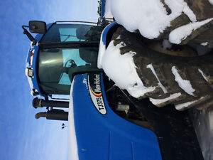 New holland tj 375 4wd tractor.