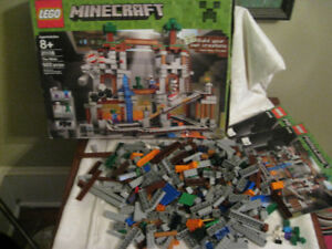 Vintage Lego Minecraft The Mine # 21118 922 pcs