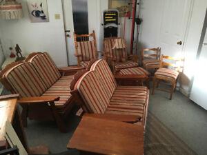 Ensemble complet de sofas, chaises berçantes et lampes