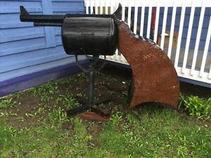 Barbecue en forme de revolvers