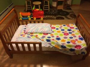 Toddler Sleigh Bed & Mattress ( great shape )