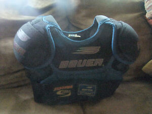 BAUER CHEST PROTECTOR,FOOTBALL, HOCKEY GUARD SP1000J, SIZE MEDIU