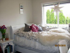Bright Sunny 3 Large Bedroom Suite in Gordon Head Area