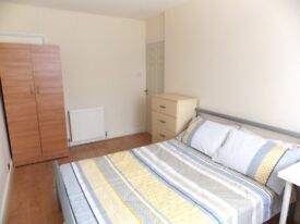 SPACIOUS DOUBLE ROOMS AVAILABLE IN POPLAR