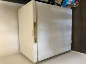 Deep Freezer - keeps things frozen!!