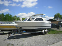 BAYLINER 2452 HARDTOP EXPRESS CRUISER WITH TRAILER