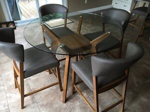 Montreal pub style dining table