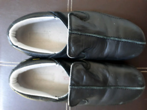 Women's Size 8.5 Black Dakota steel-toed shoes