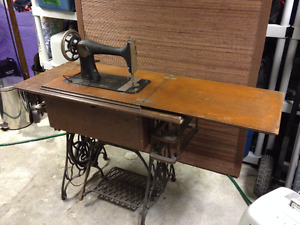 1898 Singer Sewing Machine Treadle Model 27