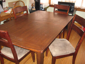 DINING ROOM TABLE KITCHEN TABLE WITH 4 CHAIRS ONLY $80.00 !