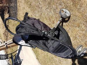 Poussette 3 roues avec adapteur pour coquille