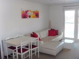 Recently decorated, 2 bedroom, racecourse apartment available to rent