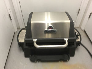 Large Broil King Portable BBQ like new