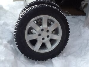 Ensemble e jantes et pneus d'hiver / Set of mounted winter tires