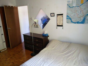 Room now available right next to St-Laurent metro station!