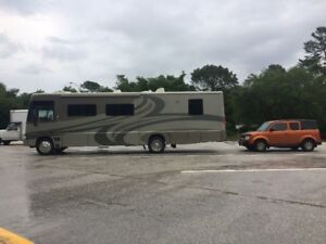 2005 Winnebago Adventurer 35U & Honda Tow vehicle