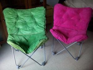 2 Chaises Pliantes tres belles--Couleurs Neon Vibrantes