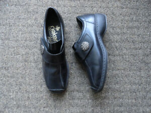 Leather Casual Shoes - Black - Size 7 - Good Condition