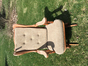 Chaise berceuse bois 30$