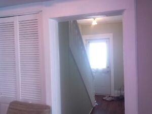 FURNISHED 8 BED ROOM-3 BATHROOM HOME FOR CONTRACTORS Peterborough Peterborough Area image 4