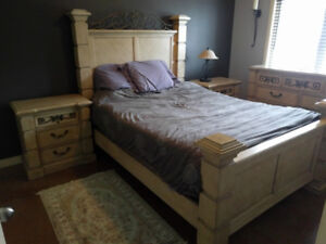 Queen bed, 2x side tables, dresser with mirror