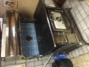 Burbank Antique Wood Stove / Oven, With Water Annex, Exc. Cond.