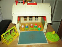 ***VINTAGE FISHER-PRICE SCHOOLHOUSE IN EXCELLENT CONDITION!!!***