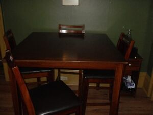 FOR SALE DINNING ROOM SET: TABLE,CHAIRS,CHINA CABNET