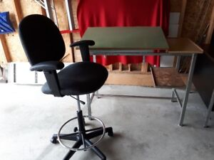 Drafting table with drafting chair