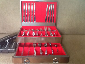 Oneida Act 1 Stainless flatware 65 pc with Mahogany chest