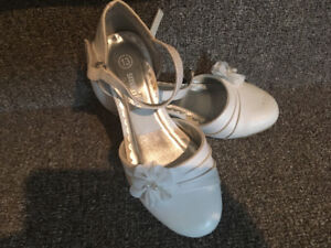Girls size 13 white dress shoes. Worn once at 1st Communion