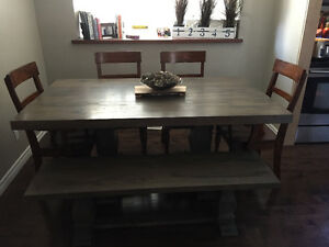 Solid maple dining table and hutch Kitchener / Waterloo Kitchener Area image 2