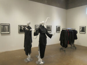 MANNEQUINS SHOWCASES GARMENT HANGERS-RACKS