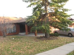 BUNGALOW Edgemont Dbl Att Garage Bsmt Suite Sep Entrance. MINT.