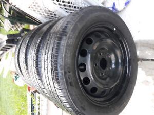 Pneus/tire  Toyo 205 55 16 sur rims 5x114.3