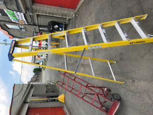 Ladder - Metal folding step ladder, great condition!
