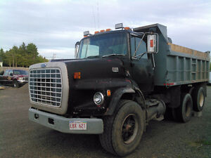 1993 Ford 9000 truck for parts or fix