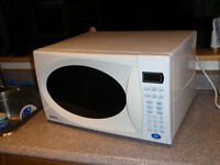 Micro ondes / Microwave Danby Designer