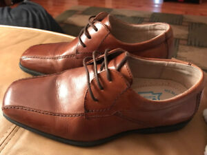 Boys Leather Dress Shoe, size 4.5M
