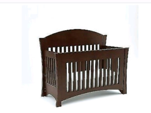 Mother Hubbards Convertable Crib!