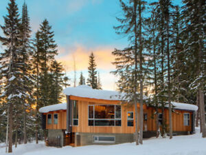 Family Home, superb 4 bedrooms in  Golden, BC